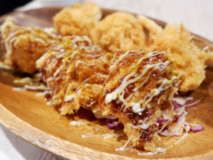 鯖バーガーとともに大人気の「鶏カツ」