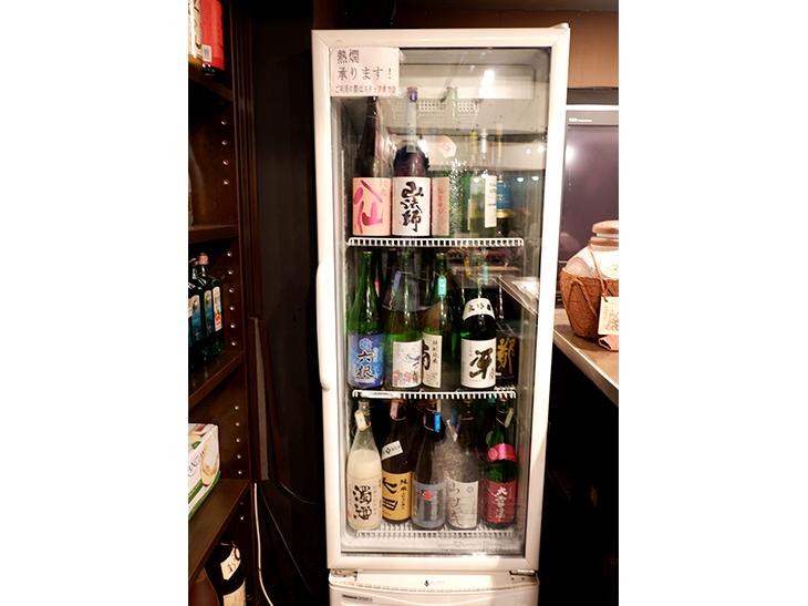 飲み放題の日本酒はセルフサービス(ルールがあるのでお店で要確認)