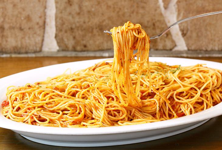 ボロネーズソースが満遍なく絡んだ絶品スパゲティ。あったかいうちに完食したいっ!