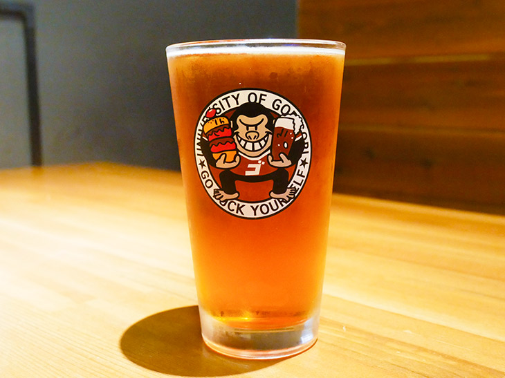 「シエラネバダ ペールエール」(L)961円。バーガーの強さに並ぶにはやっぱりキリッとしたビール!