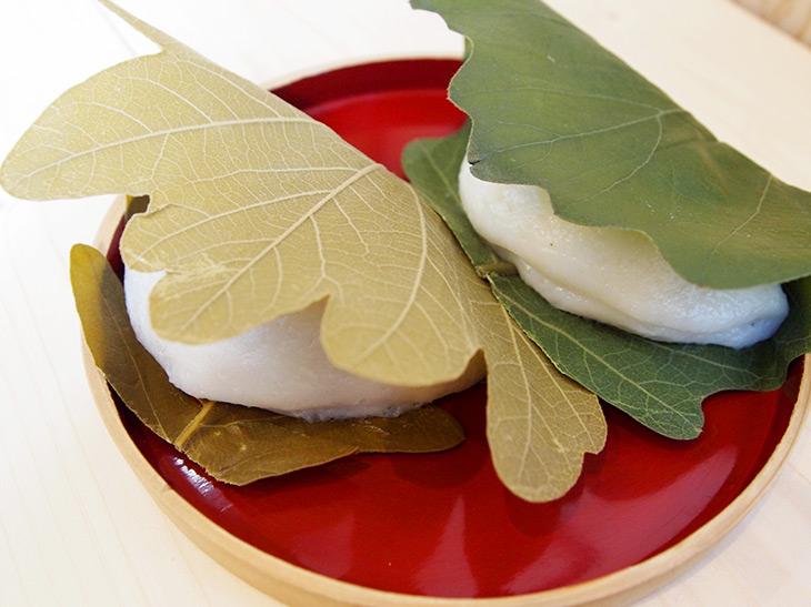 「柏餅」(つぶあん、こしあん210円、みそあん230円)