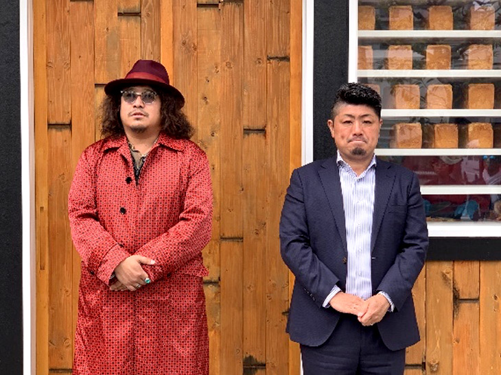 佃浅商店の七代目・杉原健司さん(右)と、「考えた人すごいわ」(清瀬・菊名)などをプロデュースした名ベーカリープロデューサー岸本拓也さん(左)