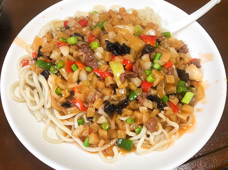 スパゲッティのルーツ!? 本郷三丁目『ムーサ蘭州牛肉麺』の「干拌麺」とは?