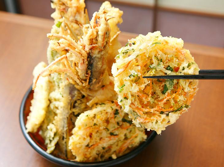 この日のかき揚げは野菜と貝柱のかき揚げ。サクッサク、パリッパリの食感