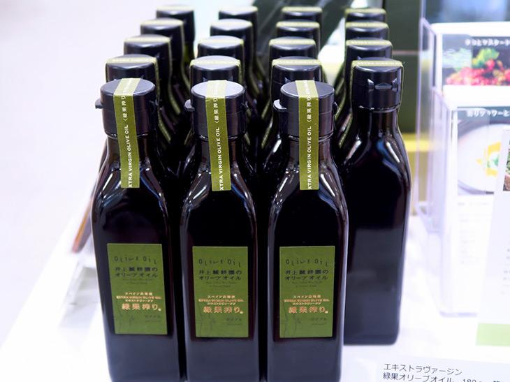 「エキストラヴァージン 緑果オリーブオイル」(180g 1,933円)は冬~春季限定販売。今年はすでに完売している