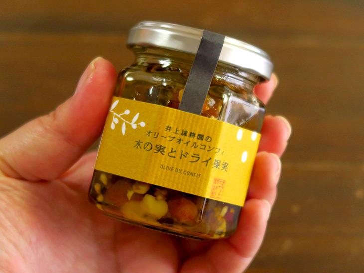 「オリーブオイルコンフィ 木の実とドライ果実」(100g 864円)は手土産としても人気