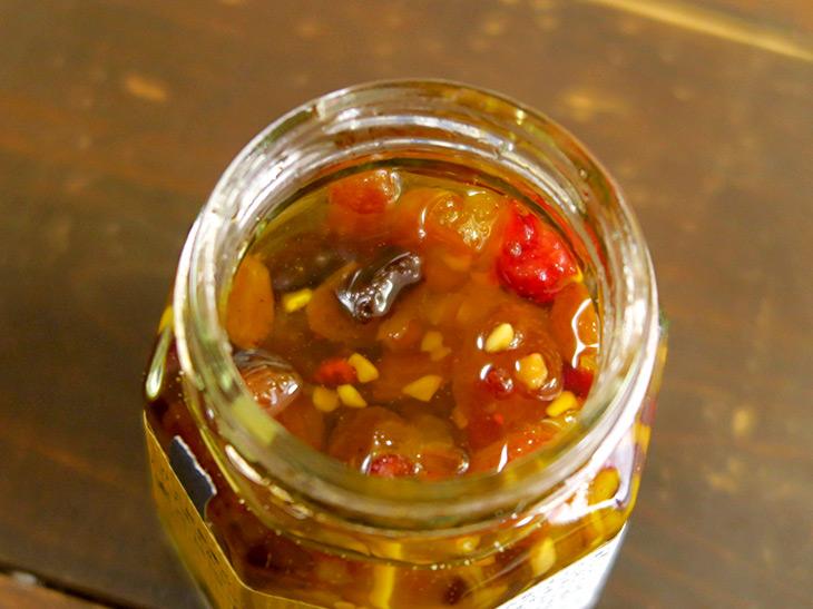 ローストアーモンド、くるみ、ドライリンゴ、ドライクランベリー、ドライプルーン、レーズン、ドライパイン、糖漬伊予柑が使われている
