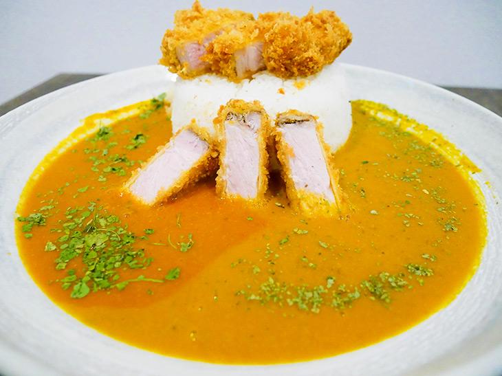 約1kgのデカ旨カレー! 浅草橋『Curry peak』の「ロースカレー ライス特盛」を食べてみた