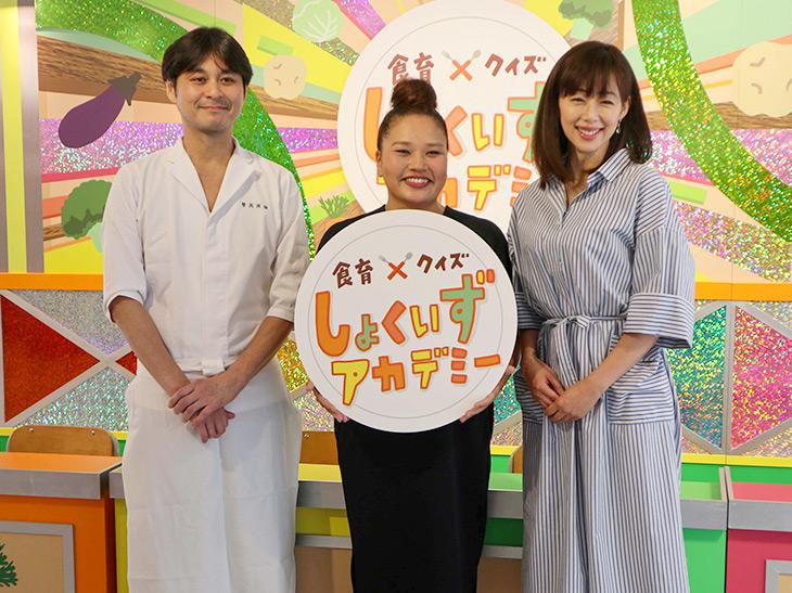 左から笠原将弘さん、イベントを主催したテレビプロデューサーの吾妻聖子さん、司会のタレント・井上和香さん