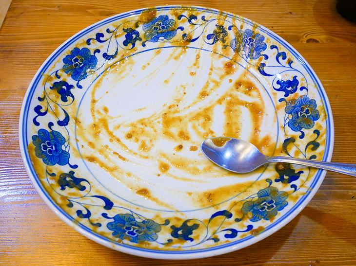 完食! 大満足の一皿。1.8kgなのに、いざ食べるとそこまでヘビーじゃないように感じる。やはりカレーは飲み物!?