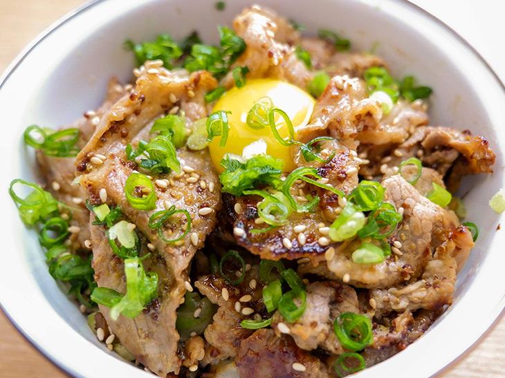 豚肉料理の新定番!お酒にも合う絶品「豚肉の粒マスタード焼き」の作り方