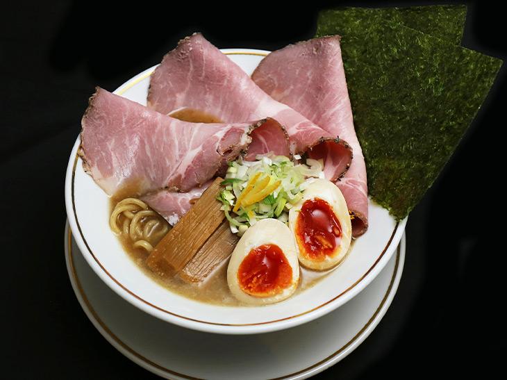 大阪の大人気ラーメン店『人類みな麺類』の新ブランド『TAKAHIRO RAMEN』の渾身の一杯とは?