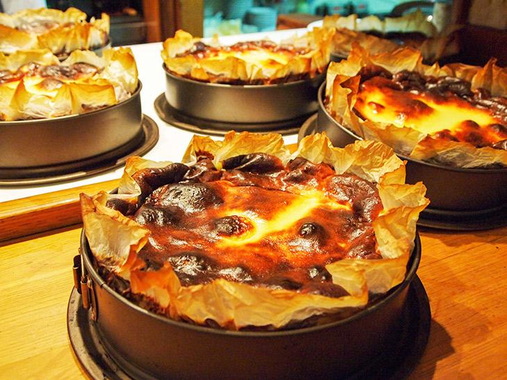 サン・セバスチャン『ラ・ヴィーニャ』のチーズケーキは直径21cm