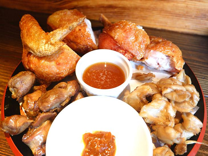 """豪快すぎる! 新小岩の素揚げの名店で""""つくば鶏""""の素揚げを食べてきた!"""