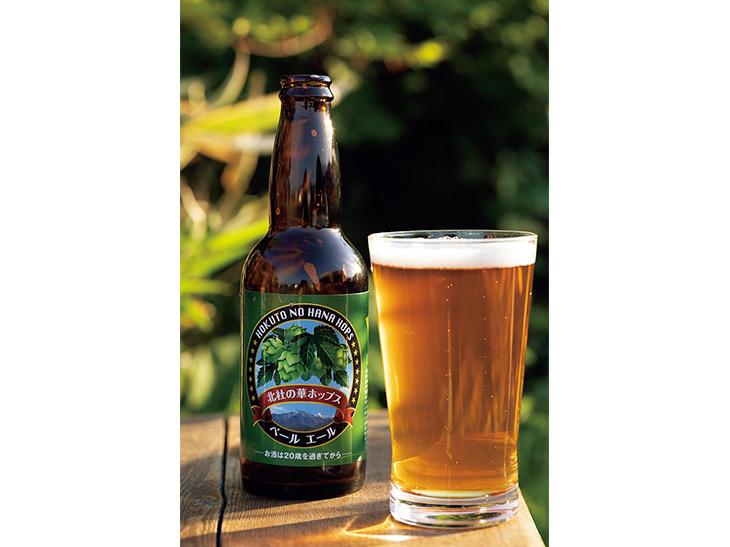 取引先である「日本ビール」に委託しオリジナルビールも製造。ホップの香りを重視したペールエールで、地元のスーパーでも販売