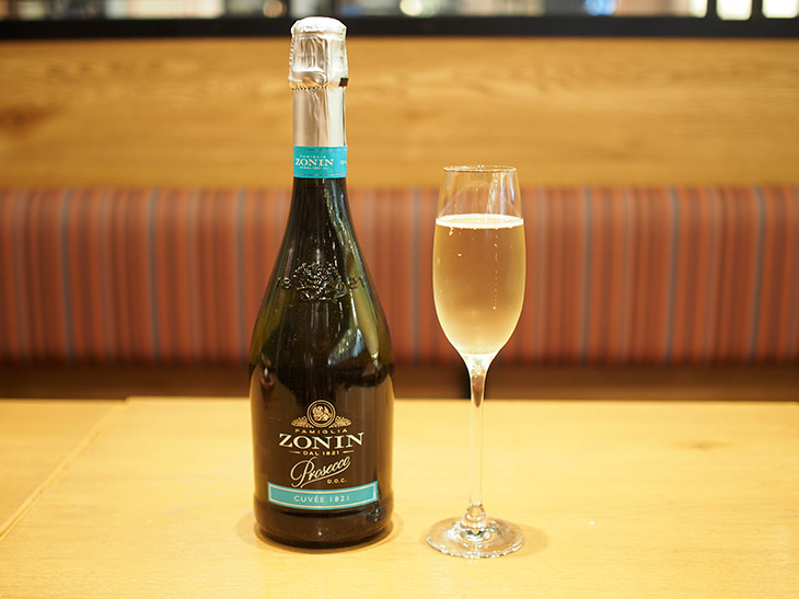 「ゾーニン・プロセッコ」(ボトル3100円)は、イタリア最大級のスパークリングワインメーカー「ゾーニン」のもの。すっきり爽やかな辛口