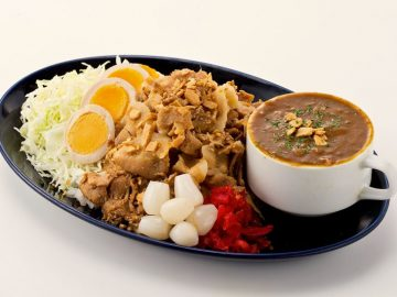 武蔵浦和に『肉盛りスタミナカレー 一撃』がオープン。ニンニクたっぷりの「一撃カレー」とは?