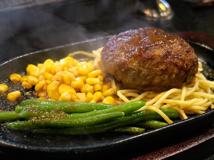 「いしがまや プレミアムハンバーグステーキ」(180g1200円/360g1710円)も、100%アンガス牛を使用