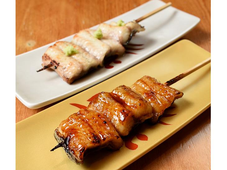 「うなぎ串(白焼き・タレ)」各1本500円