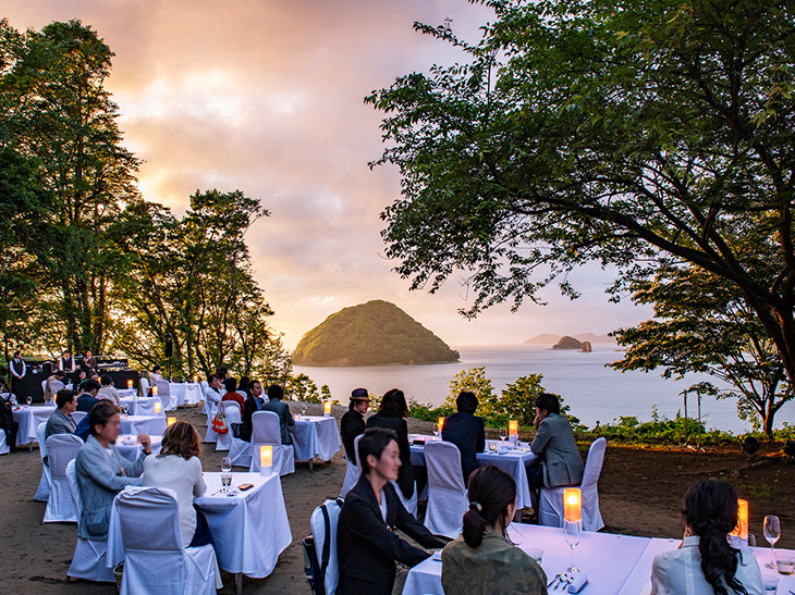僅か数日のうちに消えてなくなる、幻の野外レストラン『DINING OUT』を体験!