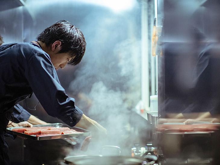 『DINING OUT AOMORI-ASAMUSHI with LEXUS』で腕をふるった『abysse』の目黒浩太郎シェフ