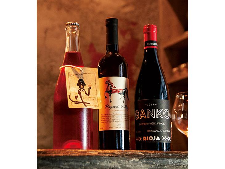 ワインはボトルでもグラスでも充実。日本ワインから海外のものまで、料理との相性のいいものを幅広くセレクト。皮ごとしぼったジューシーな「レモンサワー」(900円)もオススメ。