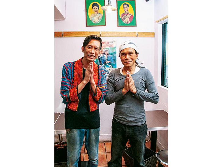 イサーン出身の店長のジェンさん(左)とシェフのナイさん(右)