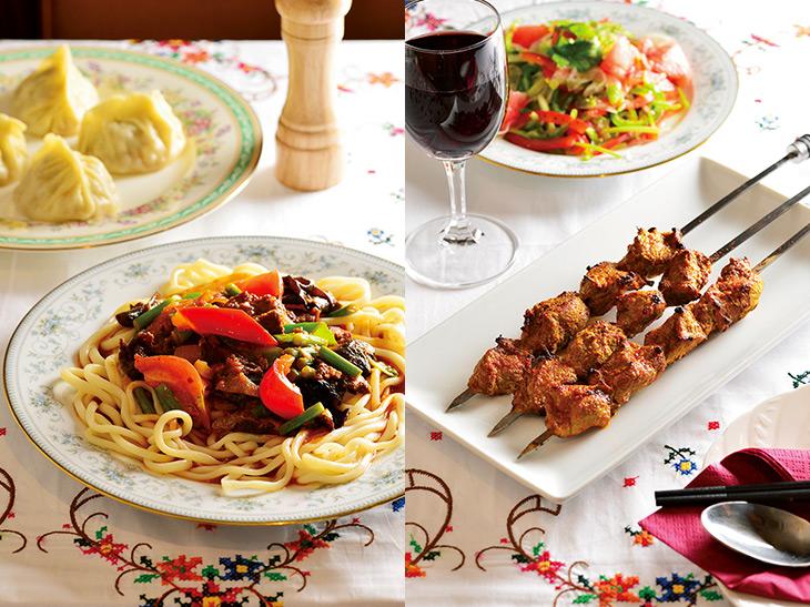 写真左/「ラム肉ピテルマンタ」(1000円)、「ラグメン」(1200円)。写真右/「シシカバブ」(1本300円)、「ウイグル風野菜サラダ」(680円)、グラスワイン(400円)。料理はすべてハラルフードを使用