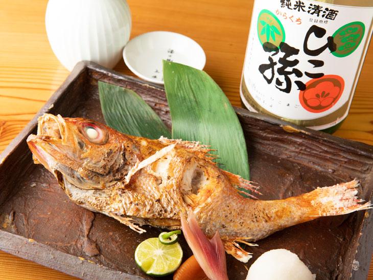 東京下町の名酒場、神田『新八』で酒と魚と下町情緒に浸ってきた