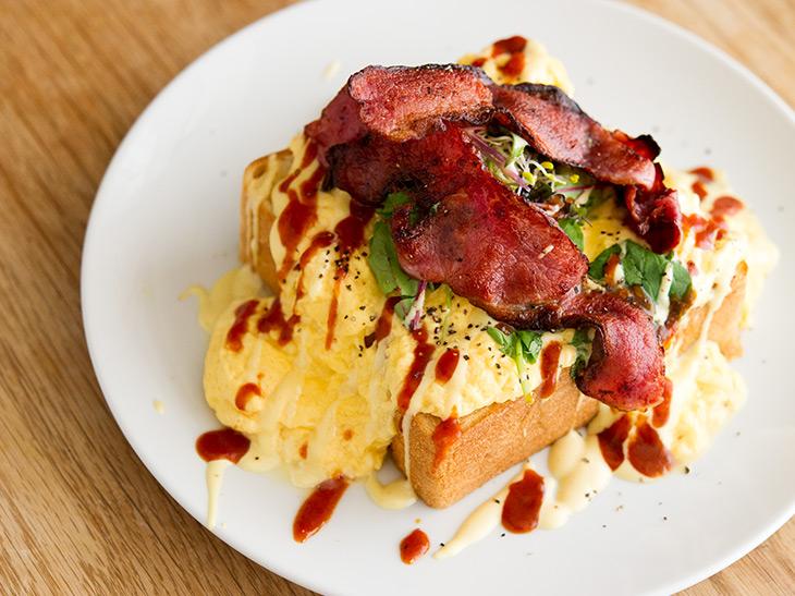 三菱「ブレッドオーブン」と京都『喫茶マドラグ』がコラボした、絶品トーストが味わえる限定ショップとは?