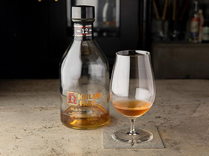 「ハイランドパーク12年」4500円。シングルモルトウイスキーをストレートで