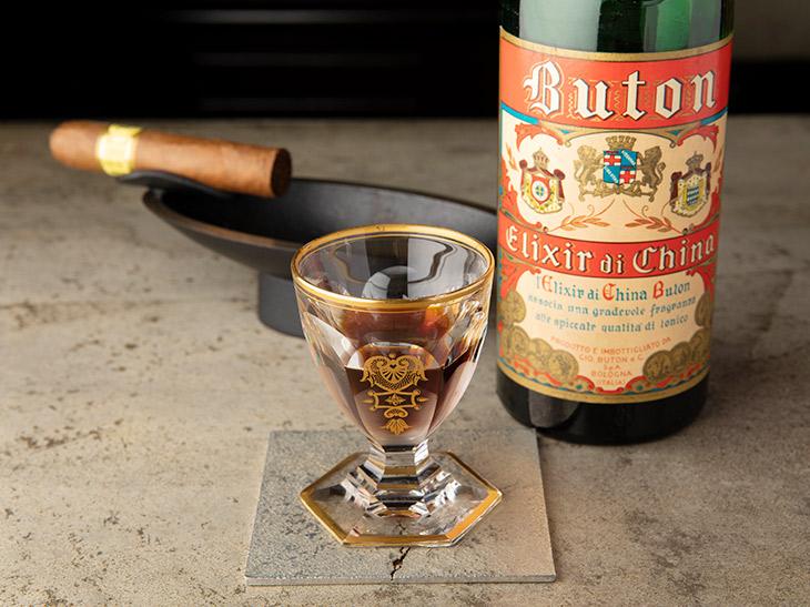 「ブトン エリクシール ディ キナ」4500円。イタリアのキナリキュール。薬草酒です
