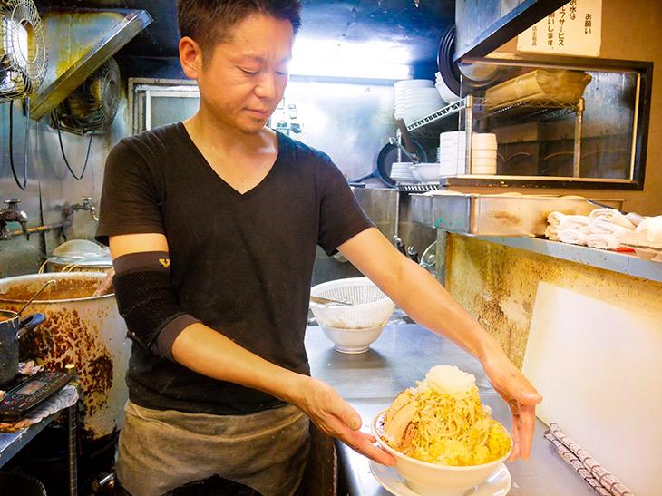 「こってり味噌、さっぱり塩味もぜひ味わってください」店主の辻村さん