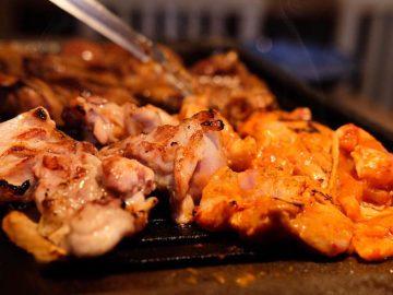 特製味噌ダレで焼き上げる「焼肉鶏」が絶品! 『トリホルテルヤ』が代々木にオープン