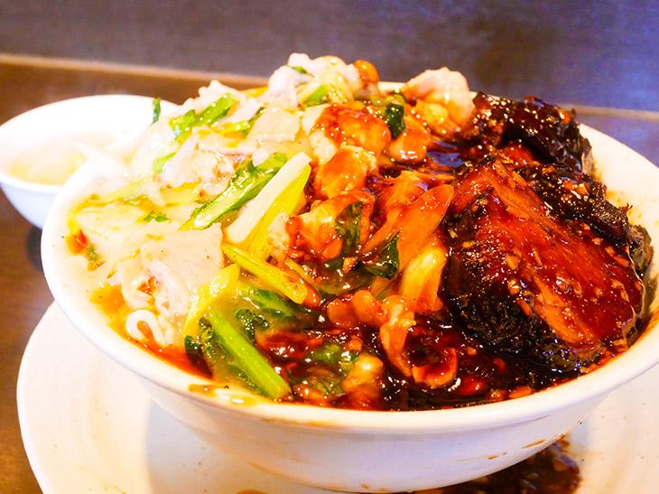 ボリューム爆発! 武蔵小金井『俵飯』のデカ盛りメニュー「二色丼」を食べてきた