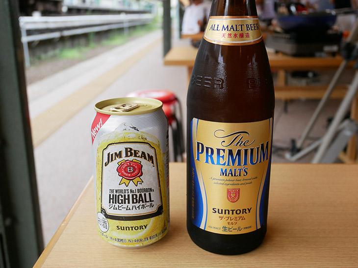 セットで頼めるビールやチューハイ。単品注文の場合、ビール400円、チューハイとノンアルコールビールは250円、ソフトドリンク200円