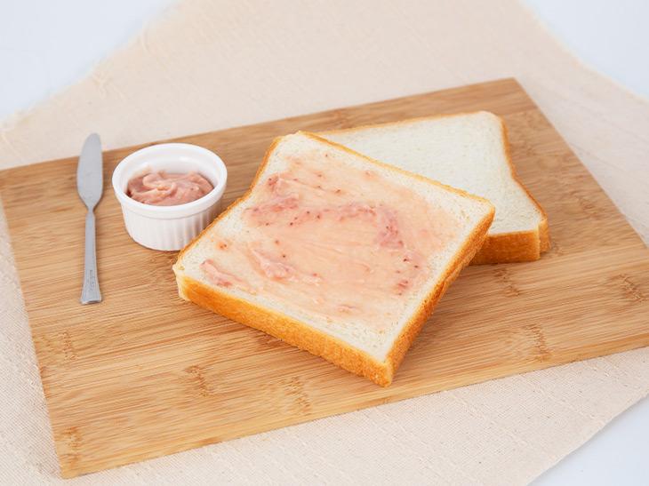 いちごの甘酸っぱさとバターのミルキーなコクがたまらない! 140g 864円