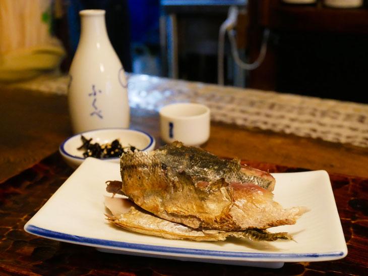 日本酒ツウが通う酒場『ふくべ』(八重洲)で絶品「くさや」を味わってきた