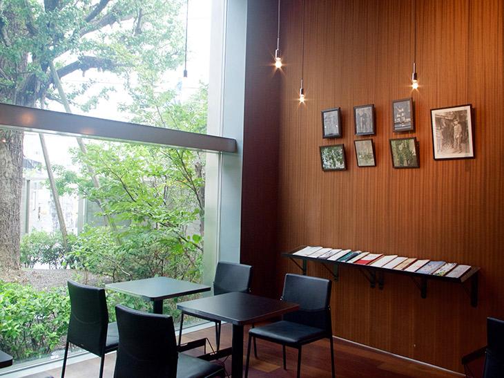 鴎外の書籍や関連書物などもあり、文学カフェの趣き。カフェのみの利用も可能です。10:30~17:30(L.O.17:00)※カフェの営業時間は記念館と異なります
