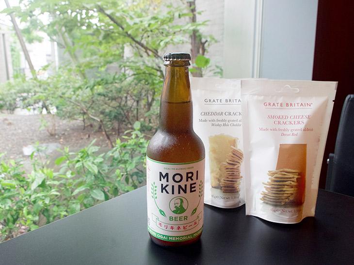 モリキネビール+クラッカー(1袋)セット1000円。ビールのお供にちょうどいい軽さのクラッカーも美味。また、モリキネビールはミュージアムショップでも販売中。730円