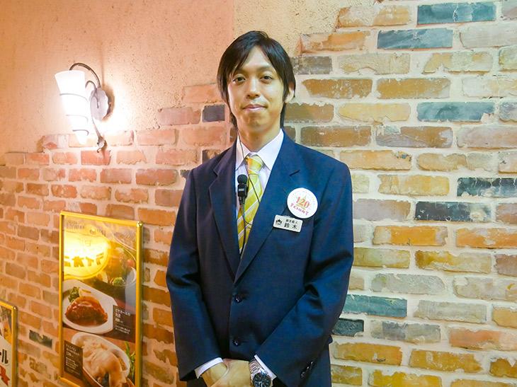 『ビヤホールライオン 新宿店』の副支配人、鈴木俊一さん。爽やかイケメン