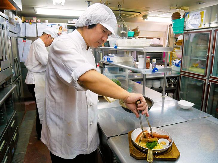 北海道ポークで作るこだわりのソーセージ。熱々のうちに食べたい!
