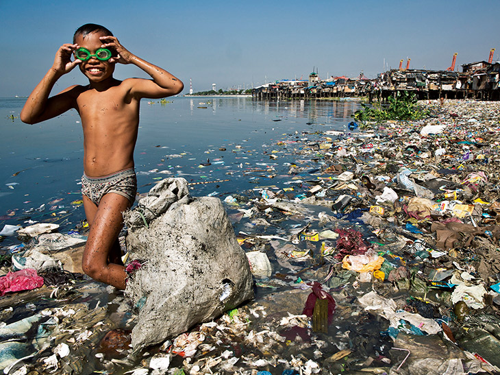 海に流れ込むプラスチックごみの量は、推定で年間800万トン以上