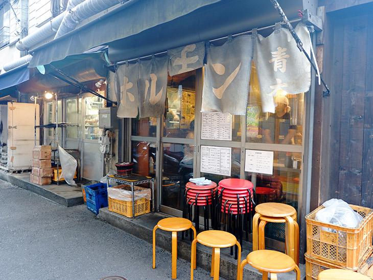 亀戸のディープな飲み屋街にある『ホルモン青木』