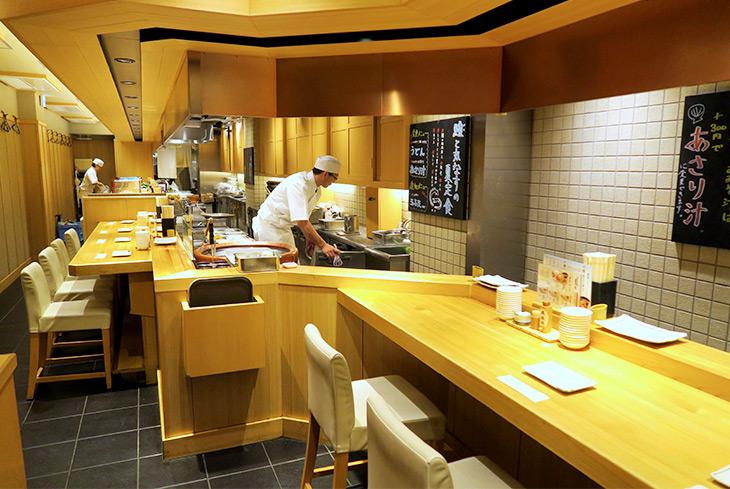 2006年に1号店を兵庫県にオープン。写真は武蔵小山店で、2016年12月にオープン。武蔵小山店はカウンター席のみとなっているが、店舗によってはテーブル席もあるそうだ