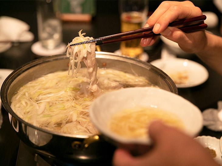 """プロの料理人が通う23時以降の""""リアル深夜食堂""""! 銀座『ひご家 GINZA』の絶品鍋"""