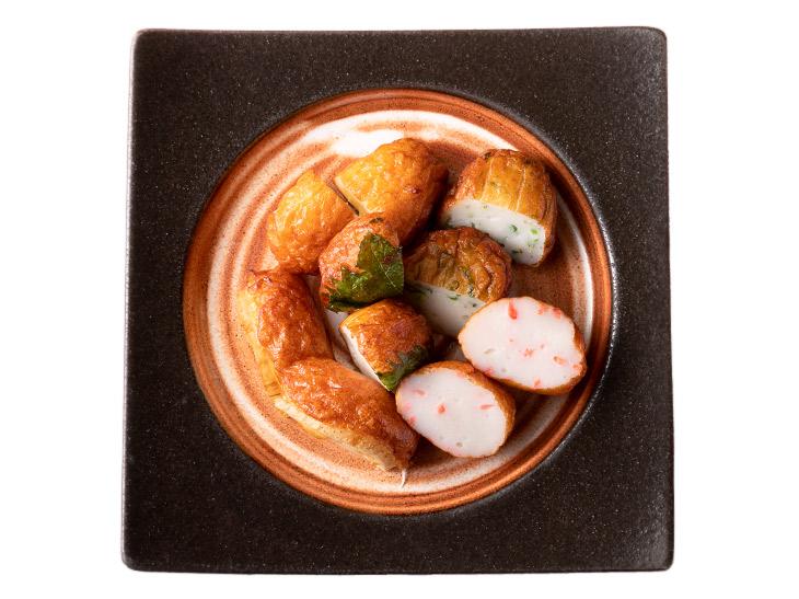 「さつまあげ5種盛り」1200円。鯛のすり身で作ったオリジナル。コーンや紅生姜などバラエティも豊か