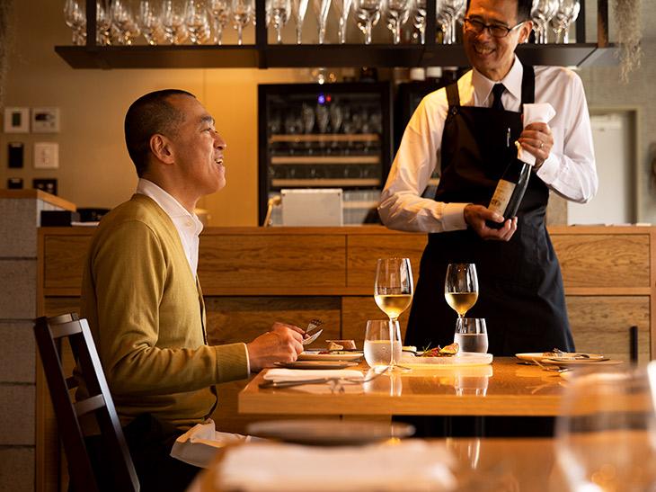 石川秀樹さん(左)とオーナーの佐々木利雄さん。店は新しいが古い付き合いの二人は、まさに阿吽の仲。「佐々木さんは生真面目。律儀なんですよね」とは石川さん