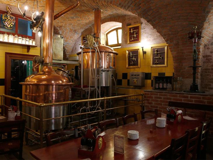 槽がある場所には中世の天井スタイルが残存。湿度などの環境がビールの醸造に適しているという