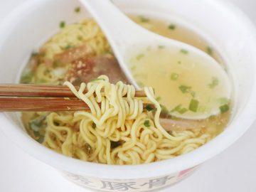 九州人が愛してやまないサンポー食品の限定麺「透豚骨(すけるとんこつ)」が旨すぎる!
